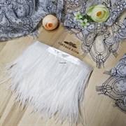 Перья страуса на ленте, белые