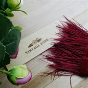 Перья страуса на ленте, темно-красные